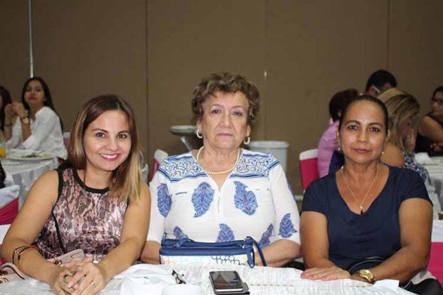 Laura de Zamora, Rosa Cuevas, Victoria Hernández.