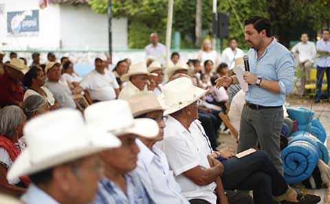 Entrega Fernando Castellanos Apoyos a Ejidatarios de la Capital Chiapaneca