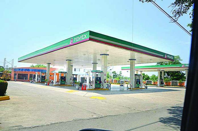 Par de Ladrones Asaltan Otra Gasolinera