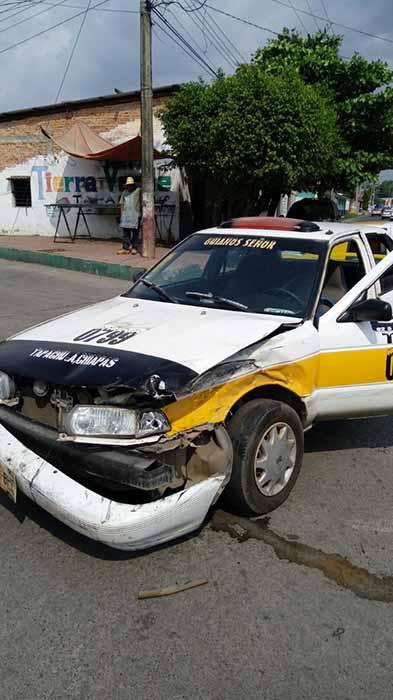 Fuerte Accidente Entre dos Vehículos