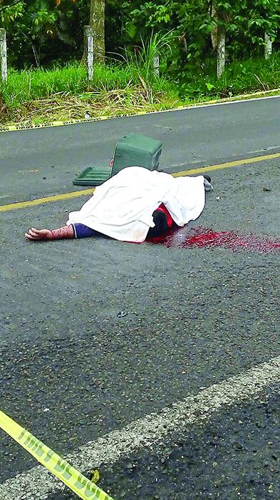 Muere en Choque Contra Camioneta