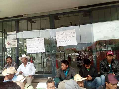 Toman el Centro Chiapas de la SCT en Demanda de Pavimentación de Carretera