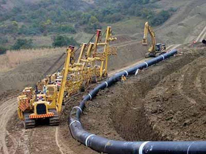 El proyecto del gasoducto, que comprende 420 km en territorio mexicano, y traspasa 180 km en Guatemala, servirá para transportar gas natural a Guerrero, Michoacán, Oaxaca y Chiapas, para impulsar la industria manufacturera, y tendrá un costo estimado de 23 Mmdp.