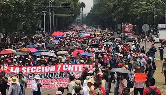 """Trabajadores de la Educación Protestaron en Diversos Puntos del País por el """"Día del Maestro"""""""