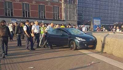 Auto Arrolla a Multitud en Ámsterdam y Deja al Menos 5 Heridos
