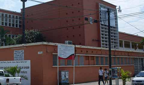 Exorbitantes Cobros de CFE en Escuelas; en la Preparatoria Tapachula de 15 a 90 mil Pesos