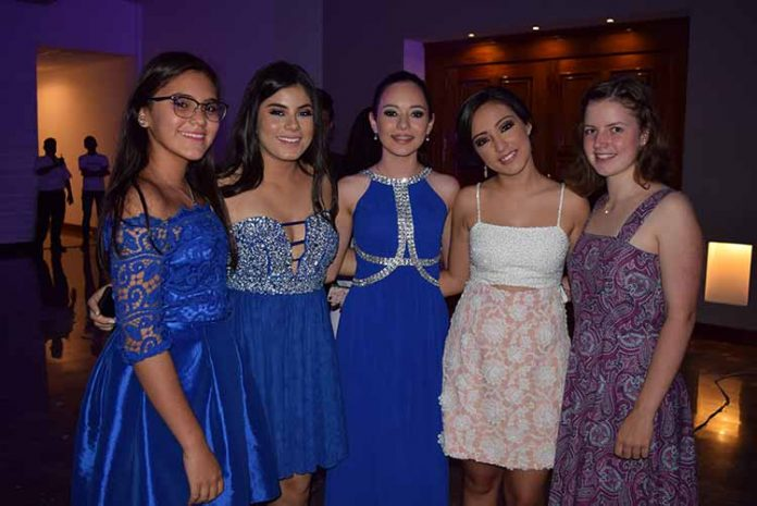 Sofía Vásquez, Hanna Luttmann, María Farro, Samantha Gutiérrez, Aba Luttmann.