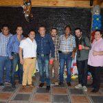 Mario Ruiz celebrando con sus amigos.