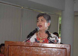 Martha Quiroz de Lohmann, se dirigió a las asistentes en agradeciendo su colaboración.
