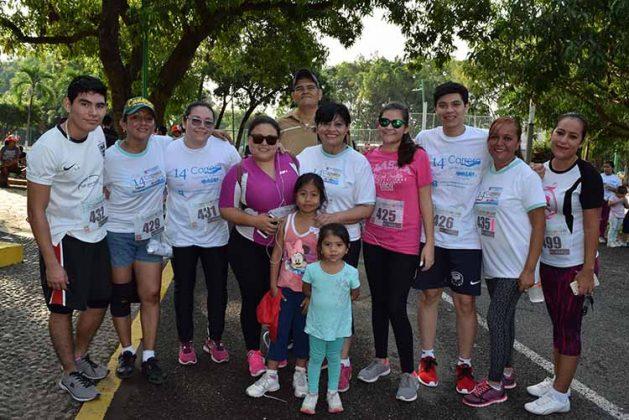 La carrera contó con la participación de familias, atletas y grupos de amigos que se sumaron a esta competencia para lanzar un mensaje en pro de acabar con la pandemia de las adicciones.