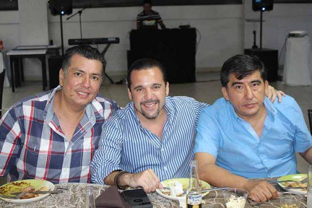 Robert Fuentes, Mayco Chang, Víctor Mota.
