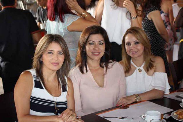 Maggi de Martínez, Mónica de Gutiérrez, Alejandra de Aguirre.