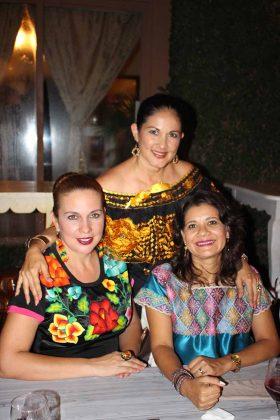 Karla Olmos, Eva Torres, Tania Zepeda.