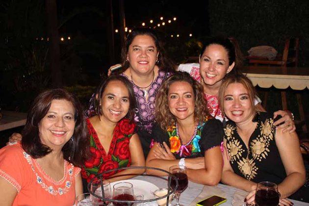 Claudia de Pano, Elida Vera, Eugenia González, Lorena Levet, Maricarmen Fernández, Fabiola Grimaldo.