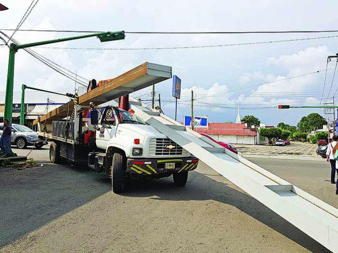 Se Zafó Monten de un Camión de Carga