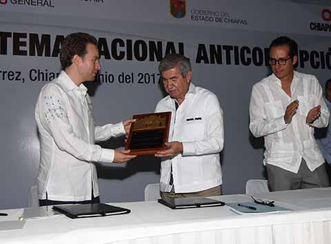 El Gobernador y la Secretaria de la Función Pública, atestiguaron el convenio entre la Secretaría de la Contraloría General del Estado de Chiapas y el Órgano de Fiscalización Superior del Congreso del Estado.