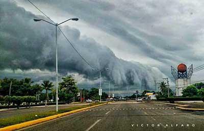 Este fenómeno meteorológico se hizo presente la tarde de ayer en el Sur de la ciudad; una muestra de lo maravillosa y a la vez temeraria que puede ser la Madre Naturaleza.