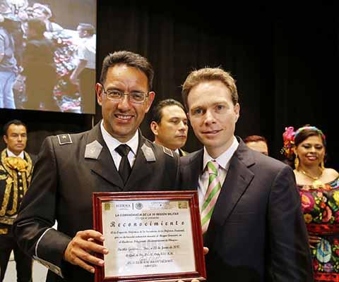 Asiste el Gobernador al concierto de Orquesta Sinfónica, Coro y Mariachi de la Sedena.