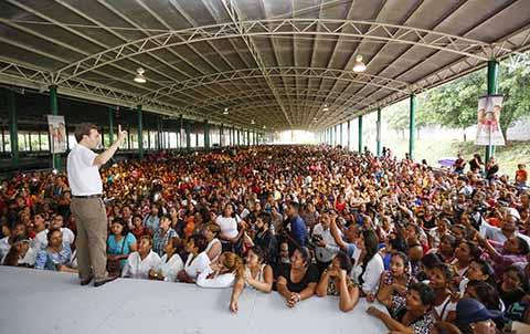 Entrega Manuel Velasco Programas Sociales a Familias de Huixtla, Mazatán y Tapachula