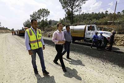 El mandatario estatal afirmó que se impulsan importantes proyectos de infraestructura para mejorar la conectividad carretera en el Estado.