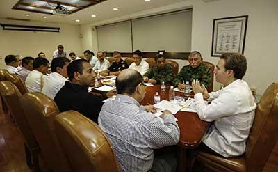 El mandatario estatal encabezó los trabajos de la Mesa de Coordinación de Seguridad, ante presidentes municipales y autoridades estatales.