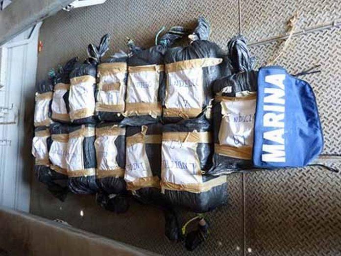 Fuerte golpe al narcotráfico asestó la Armada de México, al interceptar este cargamento flotando en altar, evitando fuera recuperada por la delincuencia organizada.
