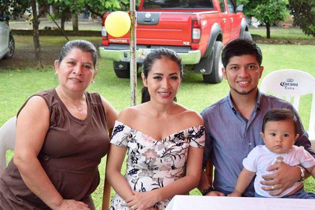 Sary Martínez, familia Hernández Guzmán.