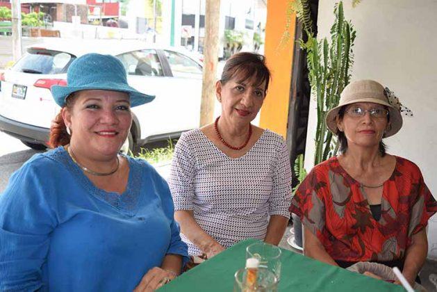 Litia Ochoa, Luisa Gálvez, Esperanza Fernández.