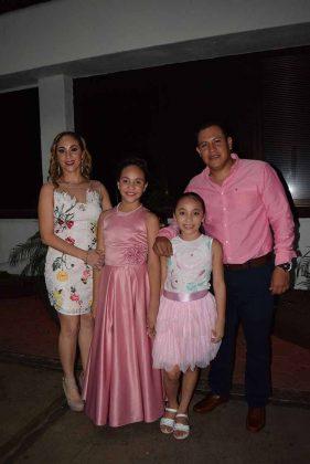 Imelda Acosta, María, Paola, Sergio Bautista.