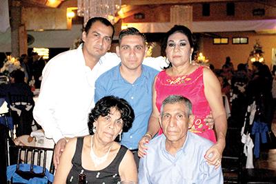 Paz Becerra, Abelardo Chavarría, Yair , Ivone, Eva Chavarría.