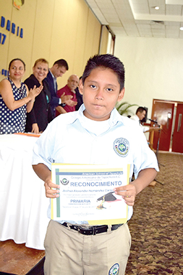 Joshua Alexander Hernández.