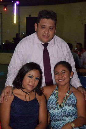 Nelly, Araceli Guzmán, Jesús Almeida.