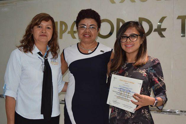 Carolina Reyes, directora Académica EST; Patricia de León, promoción Sub Delegación de la Secretaría de Economía; Ivette Chavarría, Conferencista.