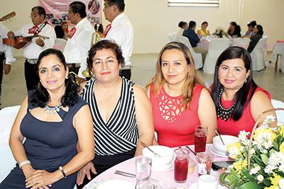 Magdalena Castillo, Doris Veloz, Azalea Blanco, Tere Gómez.