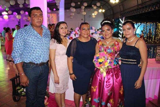 Hugo Herrera, Nayeli Tino, Lorena Trinidad, Dariana Arteaga, Karla Herrera.