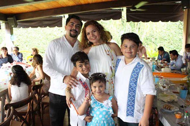 Familia Urtuzuastegui y Vázquez.