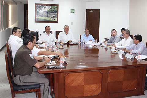 El Fiscal General del Estado Raciel López Salazar y el delegado del Instituto Nacional de Migración Jordán Alegría Orantes, encabezaron el encuentro donde analizaron estrategias de seguridad para la región.
