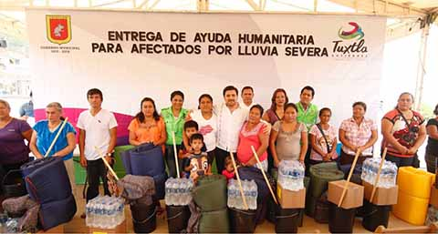 Entrega Ayuda Humanitaria a los Afectados por Lluvias