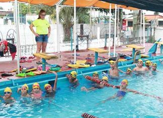 Nadadores Tapachultecos Compiten en Copa Maya