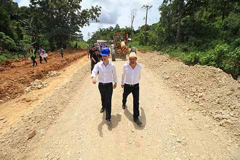 El Gobernador Manuel Velasco Coello, dio el banderazo de inicio a rehabilitación de tramo carretero en Ocosingo.