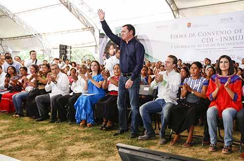 Miguel Ángel Osorio Chong atestigua con Manuel Velasco, firma de convenio sobre políticas con perspectiva de género, ante titulares de CDI, Nuvia Mayora Delgado y de INMUJERES, Lorena Cruz Sánchez