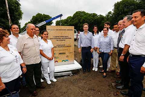 El mandatario estatal destacó el compromiso del Instituto de Infraestructura Física y Educativa de Chiapas para concluir la primera etapa en 100 días. Se vinculará con la Facultad de Medicina de Tuxtla Gutiérrez, coordinándose en materia de investigación, docencia e innovación.