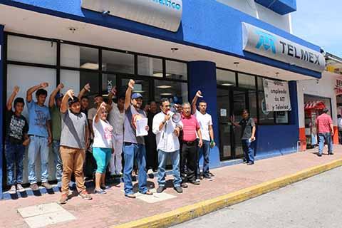 Protestan Contra Telmex por Altos Cobros y Mal Servicio