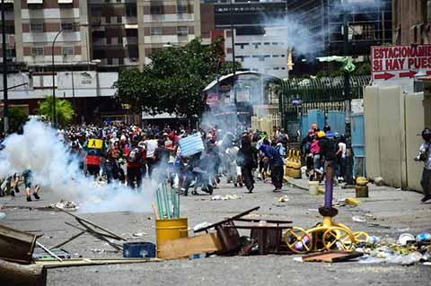 Paro de 48 Horas en Venezuela Contra la Asamblea constituyente que Pretende Imponer Nicolás Maduro