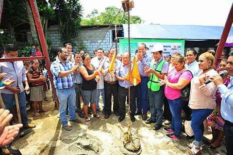 Instala Enrique Álvarez Primera Piedra para Edificar Unidad Médica Rural en San Vicente