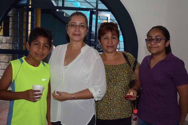 Carlos David García, Betty Arredondo, Noelia Rodríguez, Mónica García.