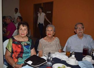 Lolita Santana de Matsui, Tere Jara de Ríos, José López Ortiz.
