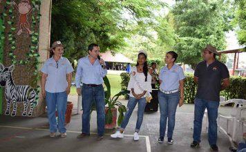 Ele de Cíntora, coordinadora de eventos; Ian Chang, presidente del Club Campestre; María Fernanda Vera, reina del Club; Claudia Rodríguez, Sergio Rizo, coordinador del plan vacacional.