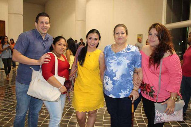 Carlos Avendaño, Leyda Hernández, Lourdes Ruiz, Socorro Arzate, Pilar Avandaño.
