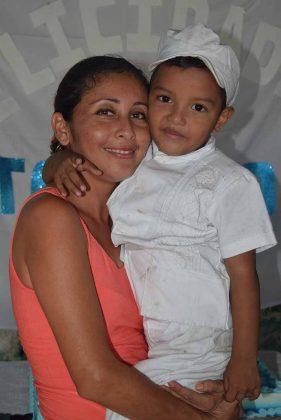 El festejado con su tía Okary Gómez.